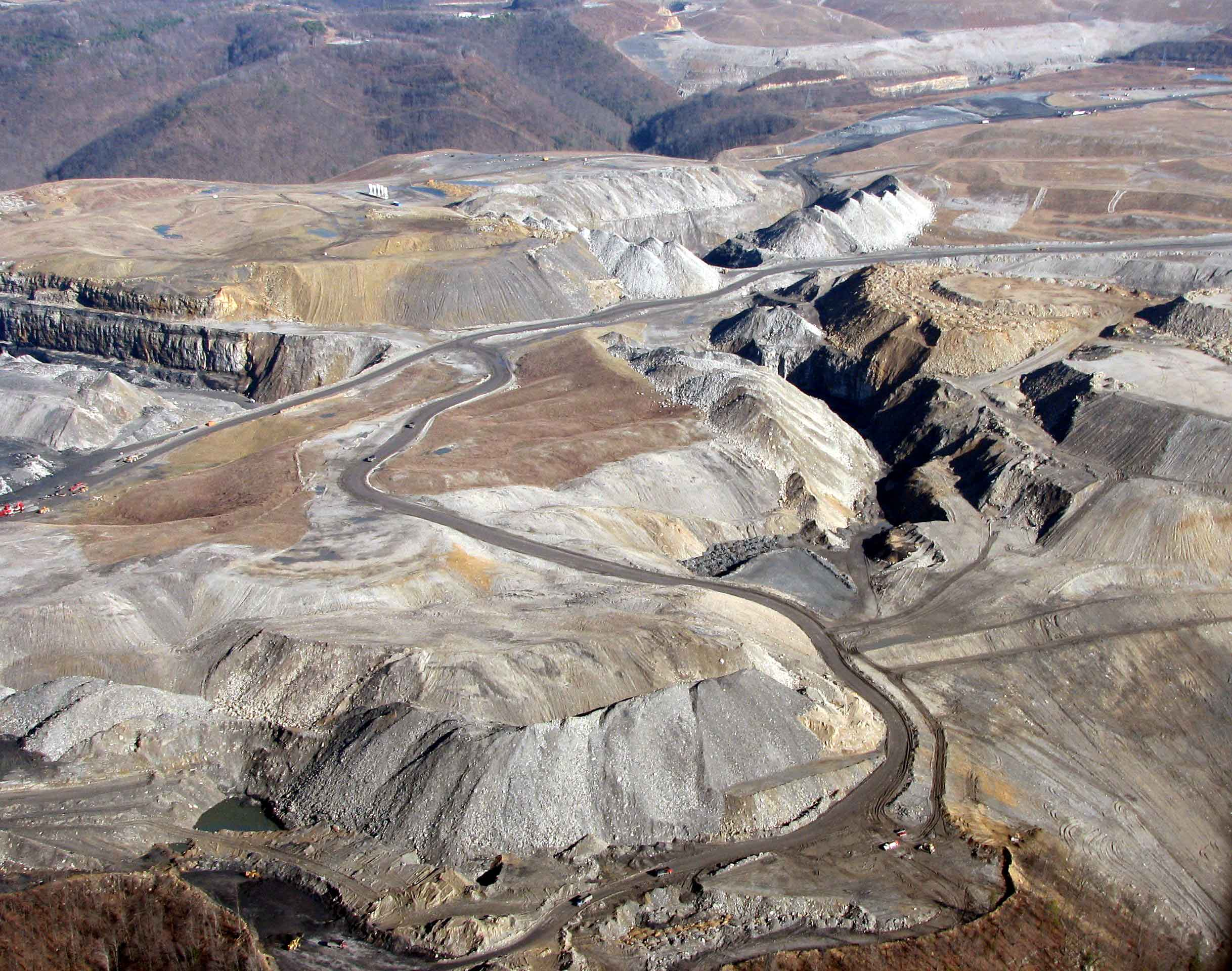 mining essay Chapter 1 3 11 phases of a mining project there are different phases of a mining project, beginning with mineral ore exploration and.